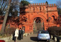 Бомжи самовольно заселились в усадьбу XIX века в Москве