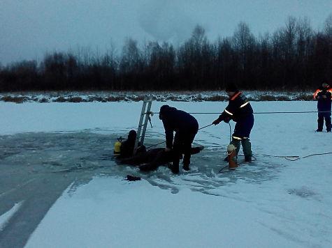 Машина провалилась под лёд напруду вНижнем Новгороде