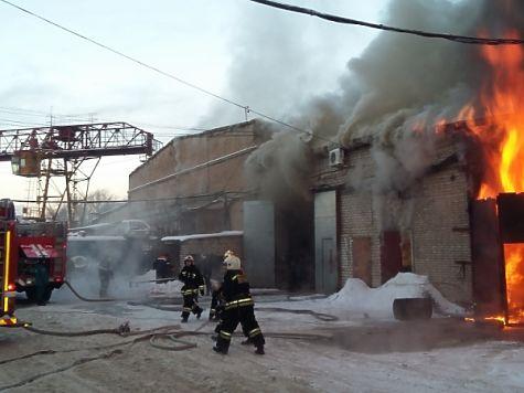 ВНижнем Новгороде полыхает складское помещение