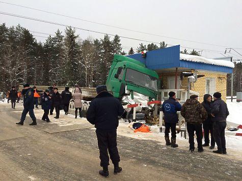 Грузовой автомобиль снес пост нажелезнодорожном переезде вНижегородской области