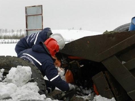 Под Нижним КамАЗ врезался вМАН, сбивший пешехода: шофёр умер