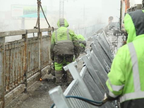 Работы позамене перильных ограждений наМолитовском мосту выполнены на25 процентов