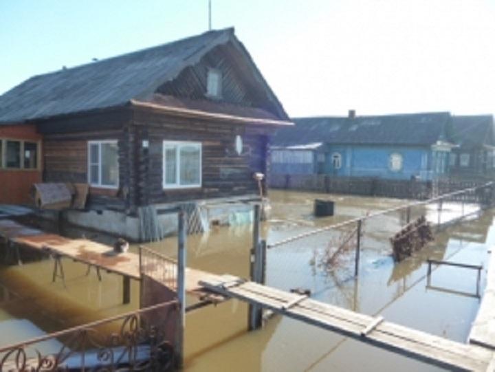 Паводок затопил территории жилых домов вУрене