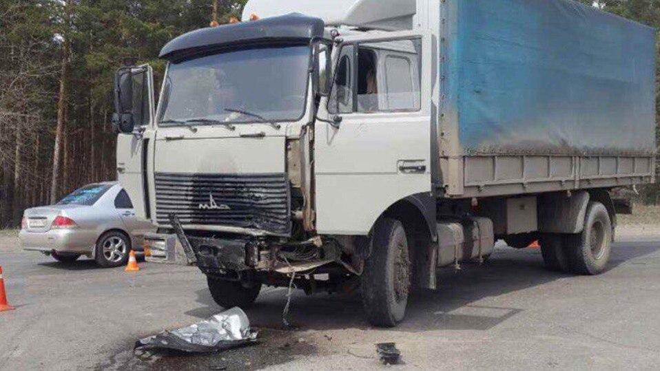 ВДзержинске грузовой автомобиль врезался виномарку, шофёр легковушки умер