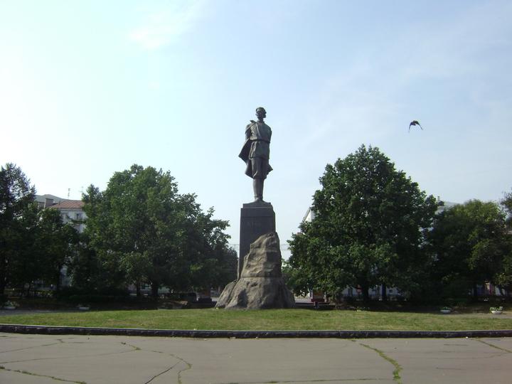 Заявок— нуль . Снова некому отреставрировать монумент  Максиму Горькому вНижнем Новгороде
