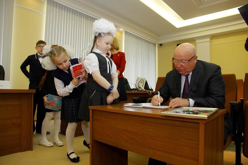 Нижегородская школьница поставила рекорд— 151 «пятерка» зачетверть