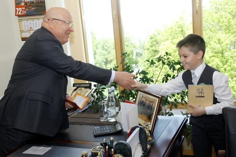 Губернатор Нижегородской области установил «пятёрки» вдневниках 17 отличников