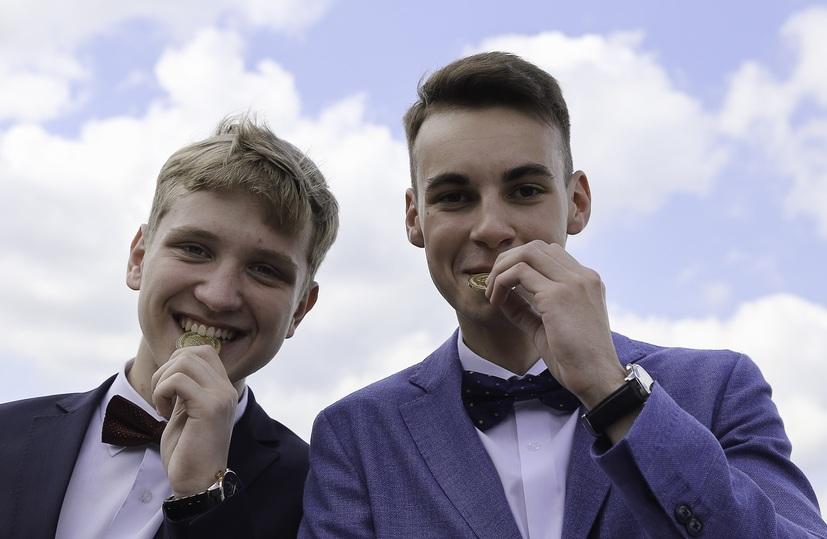Каждый десятый выпускник вНижнем Новгороде окончил школу сзолотой наградой
