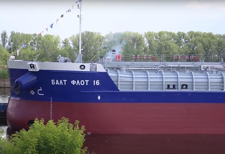 1-ый танкер проекта RST27M спущен наводу— Морской гигант РФ