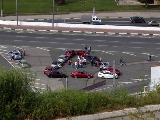 Необычный флешмоб провели автомобилисты в Нижнем Новгороде