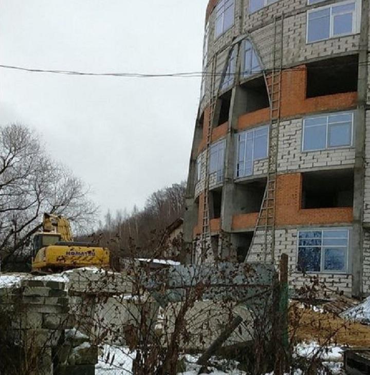 Незаконное сооружение гостиницы наГребном канале вНижнем Новгороде сносят
