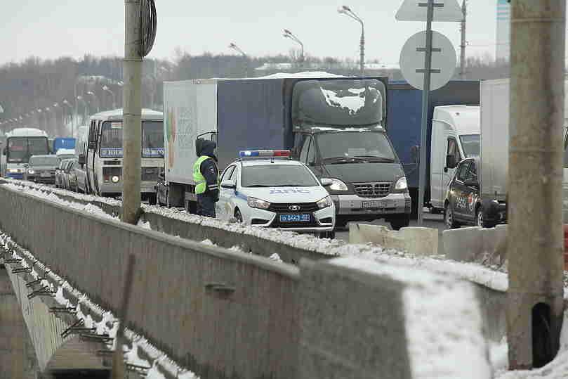 Движение транспорта поМызинскому мосту восстановлено