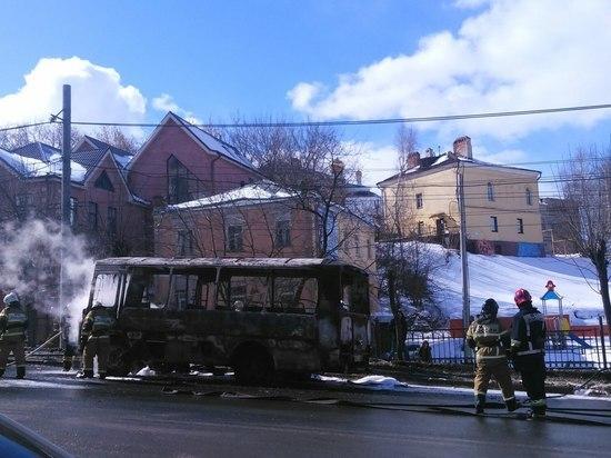 ВНижнем Новгороде зажегся автобус спассажирами