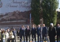 На Нижневолжской набережной появился памятник Петру I