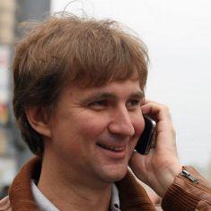 В моей жизни случились две короткие встречи с Эльдаром Александровичем Рязановым